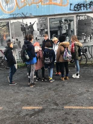 les élèves dans rue