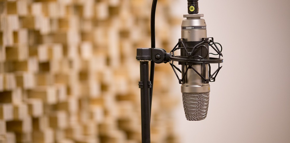 mic-3035236_960_720